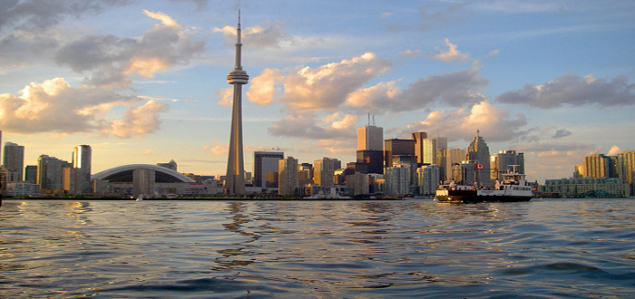 700px-Skyline_of_Toronto_viewed_from_Harbour